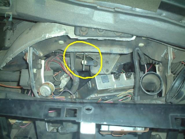 c5 corvette fan motor relay location